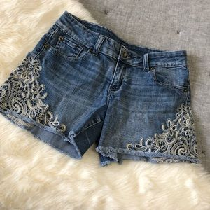Cache lace embroidered jean shorts sz.2